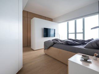 VM's RESIDENCE:  Bedroom by arctitudesign, Minimalist