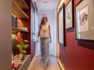 Modern corridor, hallway & stairs by Coletânea Arquitetos Modern