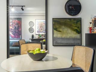 Minimalist dining room by Coletânea Arquitetos Minimalist