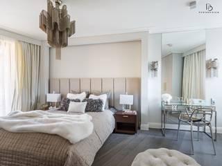 Apartament pod Wawelem Klasyczna sypialnia od Perihdesign Studio Projektowe Karolina Perih-Kamecka Klasyczny