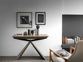 Consolle design che diventa tavolo da 12 persone! Soggiorno moderno di Mobili a Colori Moderno