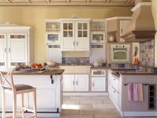Cucina in muratura stile country chic, realizzazione su misura di Mobili a Colori Rurale