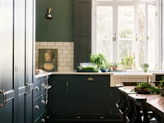 The Victorian Rectory by deVOL Dapur Klasik Oleh deVOL Kitchens Klasik