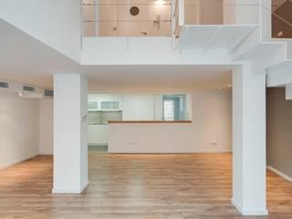 Reforma Duplex en Sarrià (Barcelona) Salones de estilo moderno de Proarquitectura S.L.P. Moderno