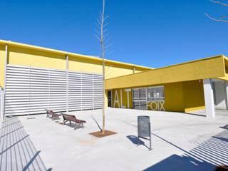 Instituto Alt Foix en Sant Martí Sarroca Escuelas de estilo moderno de Proarquitectura S.L.P. Moderno