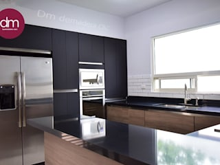 Cocina Negra de DM DEMADERA C&C Moderno