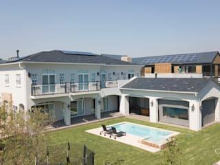 Luxury home in Midrand:   by Ivecon Projects,