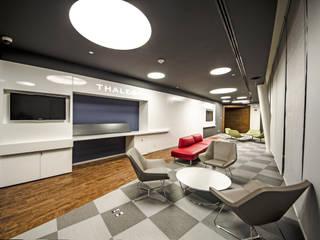 Ruang Media Modern Oleh TALLER GRADO 13 ARQUITECTURA Modern