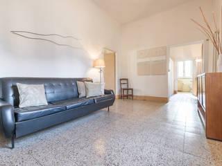 HOME STAGING in un meraviglioso casale da ristrutturare Mirna Casadei Home Staging Ingresso, Corridoio & Scale in stile rustico