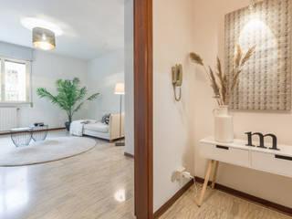 HOME STAGING. Aria nuova per un appartamento d'altri tempi Mirna Casadei Home Staging Ingresso, Corridoio & Scale in stile moderno