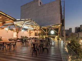 TERRAZA TIMBERLAND: Restaurantes de estilo  por IDEA Taller de Arquitectura, Moderno