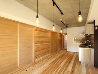 三浦喜世建築設計事務所 Minimalist dining room Wood Wood effect