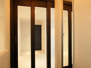 Moderne gangen, hallen & trappenhuizen van Design Daroom 디자인다룸 Modern