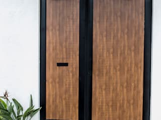 Lamitec SA de CV Wooden doors Iron/Steel Wood effect