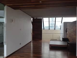 Ortiz Construcciones y Remodelacion Integral Study/office Wood-Plastic Composite White