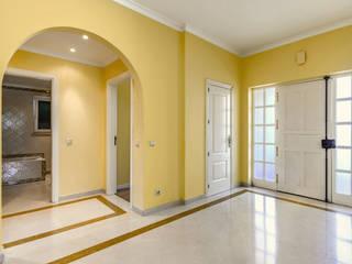 Corridor, hallway by ImofoCCo - Fotografia Imobiliária, Eclectic