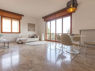 HOME STAGING in una villa indipendente con vista sulla città Mirna Casadei Home Staging Soggiorno moderno