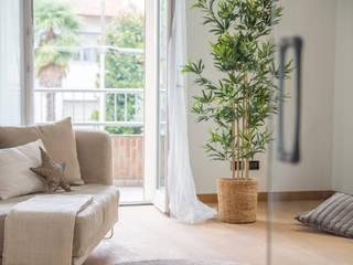 HOME STAGING in villetta su tre piani Mirna Casadei Home Staging Soggiorno moderno
