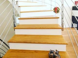 Giulia Nicole 樓梯