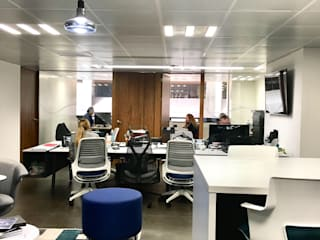 Ruang Studi/Kantor Modern Oleh TALLER GRADO 13 ARQUITECTURA Modern