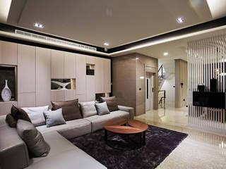 Salas de estilo moderno de 瑞嗎空間設計 Moderno