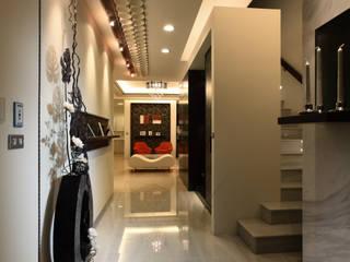Pasillos, vestíbulos y escaleras de estilo moderno de 瑞嗎空間設計 Moderno