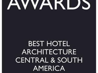 CLANDESTINO HOTEL:  de estilo  por De León Profesionales,