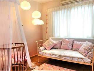 Habitaciones de niñas de estilo  de Célia Orlandi por Ato em Arte,