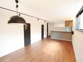 ローコスト・ハイクオリティ 北畠の新築住宅: (株)西村工務店が手掛けたリビングです。,