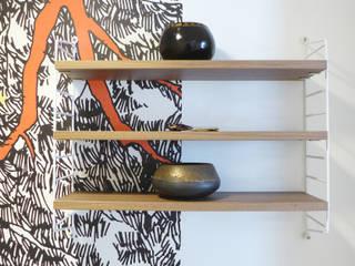 BLANC, BLEU, JAUNE | Un appartement au mobilier signé et sur mesure Couloir, entrée, escaliers modernes par Skéa Designer Moderne