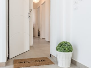 Mirna Casadei Home Staging Couloir, entrée, escaliers modernes