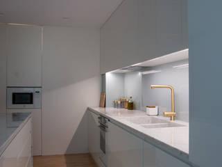 Remodelação apartamento Cozinhas modernas por bkx arquitectos Moderno