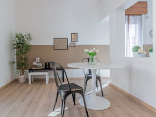 VENDUTA IN CINQUE GIORNI : Sala da pranzo in stile  di HOME DESIGN+ by Susanna Menegotto,