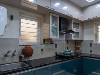 2 BHK, RV Panchajanya:  Small kitchens by Celestial Designs,