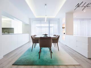 Minimalist dining room by Mariline Pereira - Interior Design Lda. Minimalist