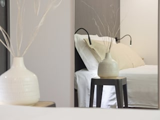 Phòng ngủ theo Mirna Casadei Home Staging,