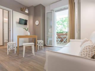 Phòng khách theo Mirna Casadei Home Staging,