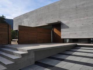 Modern houses by Patricio Oteiza Modern
