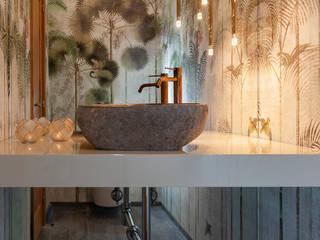 Villa Restelo : Casas de banho  por ALMA Interiores ,