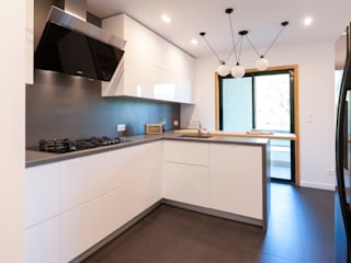 Villa Restelo : Cozinhas  por ALMA Interiores ,