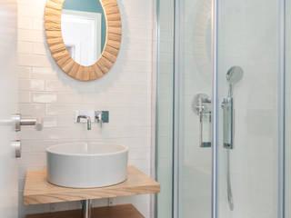 T3 - Algés : Casas de banho  por ALMA Interiores ,