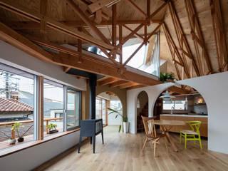 FUMIASO ARCHITECT & ASSOCIATES/ 阿曽芙実建築設計事務所 Scandinavian style living room Wood