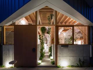 FUMIASO ARCHITECT & ASSOCIATES/ 阿曽芙実建築設計事務所 Eclectic style corridor, hallway & stairs Wood