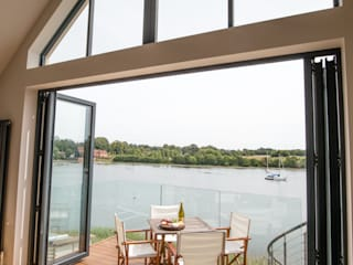 Fareham waterfront refurbishment and replanning project dwell design モダンデザインの リビング