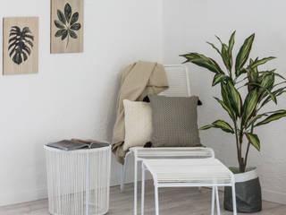 HOME STAGING FULL MANSARDA AL QUINTO PIANO: Soggiorno in stile  di HOME DESIGN+ by Susanna Menegotto,