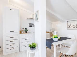 HOME STAGING FULL MANSARDA AL QUINTO PIANO: Cucina in stile  di HOME DESIGN+ by Susanna Menegotto,