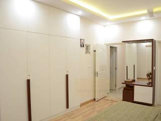3 BHK Interior in Noida:   by Vishu Interiors,