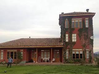 La casa colorada: Casas de campo de estilo  por Construccion Americana, Clásico