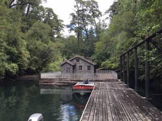 La casita flotante Casas de estilo clásico de Construccion Americana Clásico