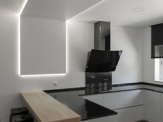 Single family home by Sónia Triguinho, Modern
